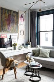 schreibtisch im wohnzimmer integrieren wandmontage sofa vor