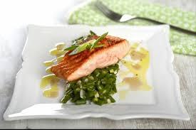comment cuisiner un pavé de saumon recette de pavé de saumon haricots verts à l échalote facile et