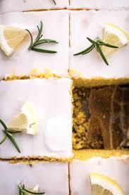 saftiger zitronen polenta kuchen mit rosmarin ganz einfach