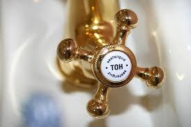 wasserhahn ventil gold warmwasseranschluss nostalgie