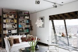 modernes junges wohnzimmer mit blick bild kaufen