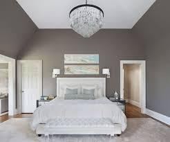 chambre adulte taupe déco salon chambre adulte avec murs taupe lit et tapis blancs