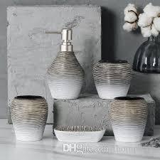 großhandel retro grau weiß satiniert badezimmer liefert kit keramik wc fünf stück set spülen becher zahnbürstenhalter lotion flasche