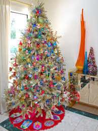 Saran Wrap Christmas Tree With Ornaments by 10 Totally Outrageous Retro Christmas Trees Diy