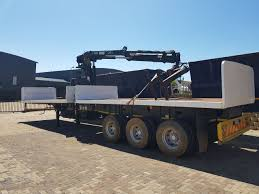 Top Trailer Brick Carrier 2007 Model With Hire Crane - Trucks And ...