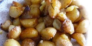 cuisiner des pommes de terre nouvelles pommes de terre nouvelles à l ail et lard je cuisine mon potager