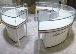 Beautiful Round Lockable Jewelry Display Cases With 09 CBM Pcs Volume