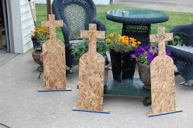 Diy Halloween Tombstones Cardboard by How To Decorate Handmade Tombstones With Stencils Nikitaland