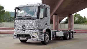 Mercedes Unveils World's First Completely Electric Semi Truck