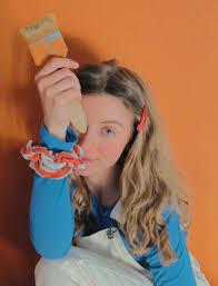 nanda weskott wählt orange als wandfarbe im schlafzimmer