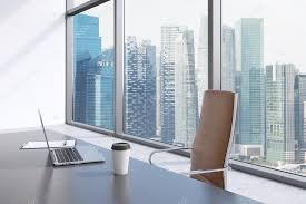 telecharger un bloc note pour le bureau un lieu de travail dans un bureau panoramique moderne avec vue sur