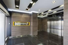 aux bureaux d entrée menant aux bureaux immeuble le lys cube