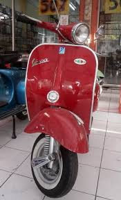 Vespa 150cc VBB Color Red Front View