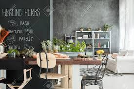 esszimmer in gemütlicher moderner küche mit lounge verbunden