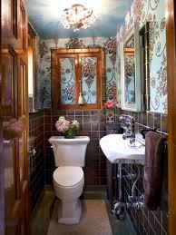 salle de bain idee deco toilette fleurs originale et élégante