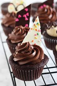 Easy Chocolate Cupcake Decorating With A Full Step By Video Tutorial Showing You