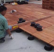 faire une terrasse en bois combien de plots prévoir guide