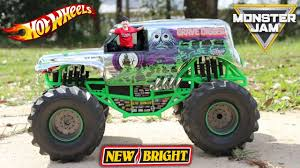 HUGE MONSTER JAM GRAVE DIGGER RC With HOT WHEELS MONSTER TRUCK ...