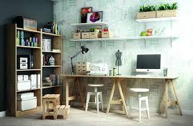 bureau avec tr eaux bureau avec treteau tracteau bois gain de place comment faire bureau