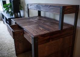 Diy Wood Computer Desk by Diy Recycled Wood Pallet Desk 101 Pallets