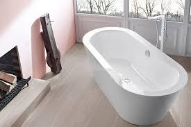 bett bad in einem raum zuhausewohnen