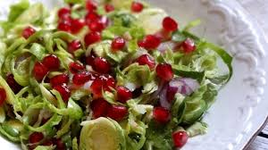 tendresse en cuisine salade de choux de bruxelles crus et grenade la tendresse en
