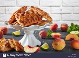 blätterteig pasteten mit pfirsich und kalk marmelade füllung