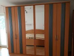 schlafzimmer schrank und bett
