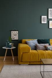 für mehr farbe in der wohnung blaue grüne und gelbe sofas