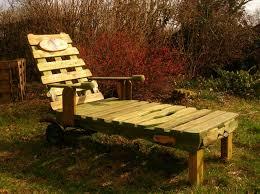chaise longue palette chaise longue et palettes recyclees
