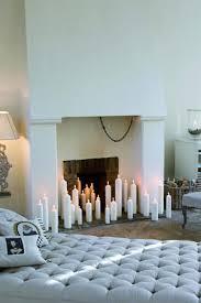 weiße kerzen wirken als dekoration edel