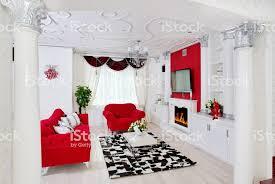 klassisches wohnzimmer interieur in weiß und rot mit deckendesign stockfoto und mehr bilder abstrakt