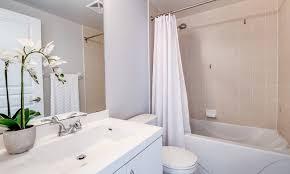 schönes bad badezimmer wohnlich gestalten um wenig geld