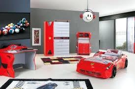 chambre voiture garcon lit garaon voiture cool idace pour la chambre de votre enfant avec