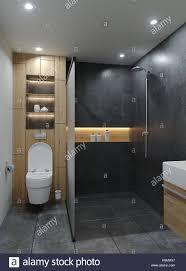 moderne minimalistische neues bad mit zement beton grunge