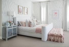 schlafzimmer in weiss grau mit rosa bild kaufen