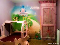 peinture decoration chambre fille décoration chambre princesse lit carrosse deco