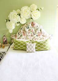 Give Your Bedroom A Spring Update With This Floral Wall Decor