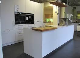 studio sl hochwertige kücheninsel mit hochschrankblock und silestone arbeitsplatten