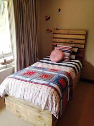 The 25 Best Pallet Toddler Bed Ideas On Pinterest Kids