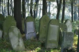 Halloween Decoration Tombstone Sayings by 13 Iconic Halloween Decorations That Never Get Old