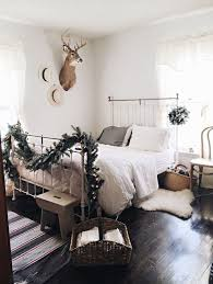 Without Even Using Any Red Color This Christmas Bedroom Design Speaks More Of The Wild Where Snow Is Everywhere Yet You Still Feel Life Season