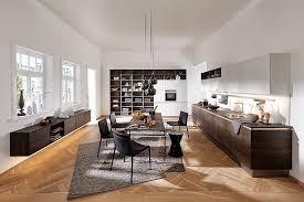 wohnküche in holzdekor nussbaum und weiß