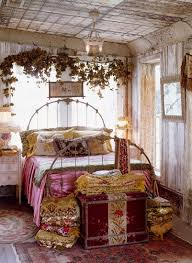 romantisches schlafzimmer mit morbidem bild kaufen