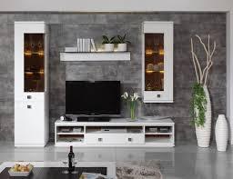 moderne weiße wohnzimmermöbeln und graue wandfliesen in