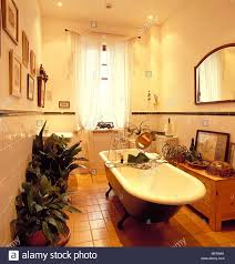 traditionelle badezimmer teil fliesen cremefarbene wände