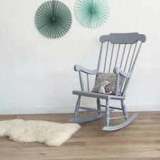 superbe rocking chair vintage en bois qui apportera une touche rétro