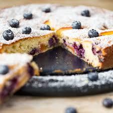 joghurt tarte mit pfirsichen und blaubeeren