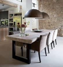 dunkle und helle stühle tischplatte aus holz dunkle