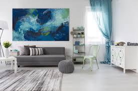 une toile bleue grand format d isabelle delanoue pour une ambiance